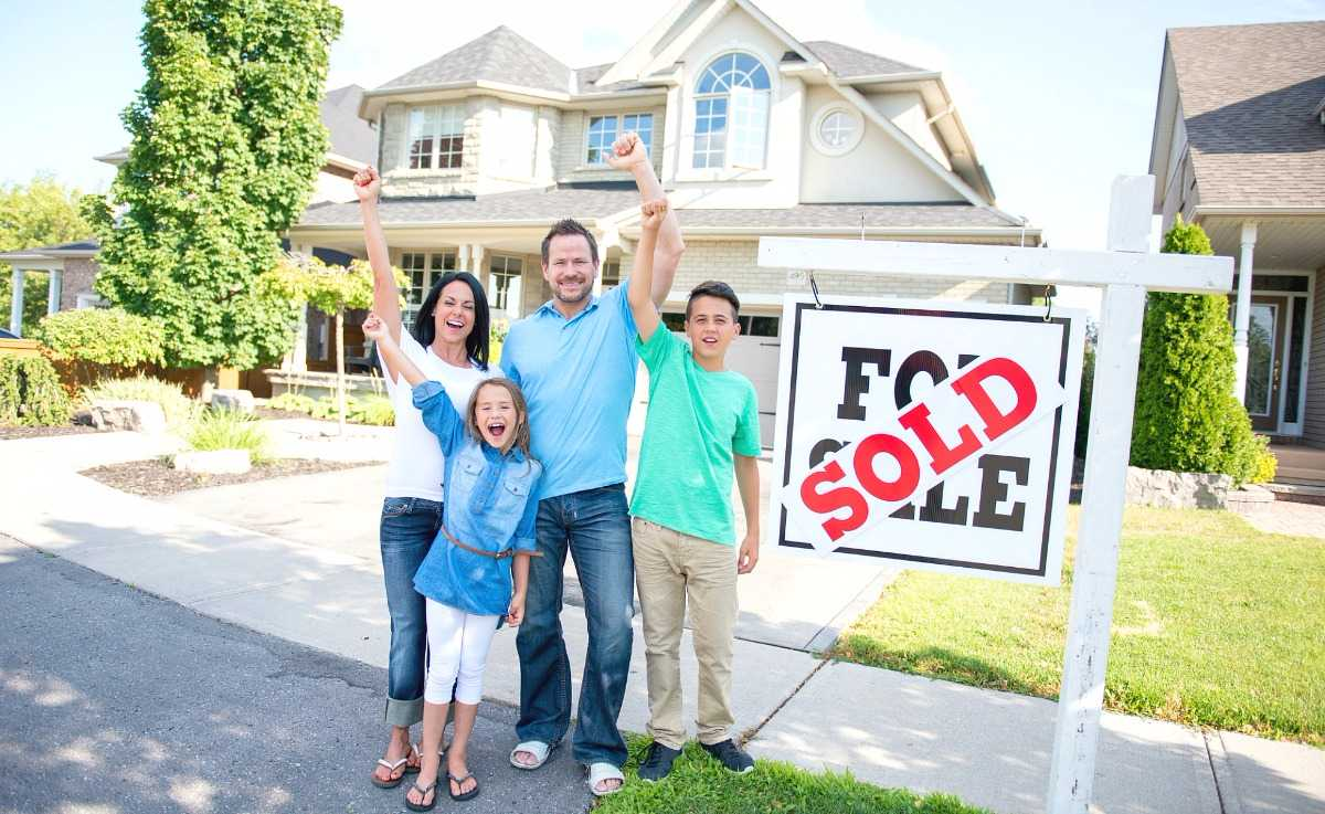 how to sell and buy a house at the same time - family