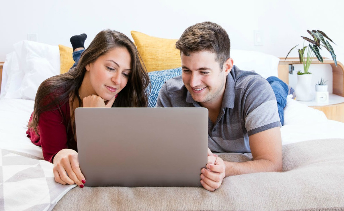 how to find the best mortgage lender - couple